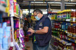 Procon-AM apreende mais de 100 Kg de produtos em supermercado na zona leste de Manaus